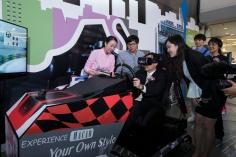 譚俊榮司長試駕4D澳門格蘭披治大賽車虛擬遊戲