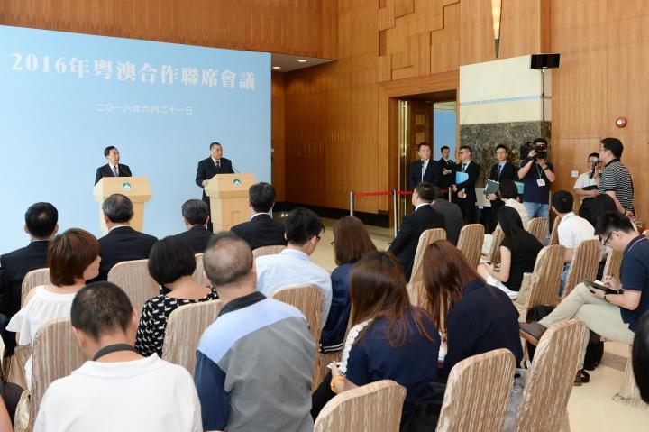 行政長官崔世安及廣東省省長朱小丹在2016年粵澳合作聯席會議後會見傳媒