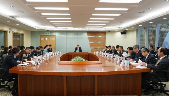 內地名優中藥企業和行業協會代表與經濟財政司梁維特司長進行座談
