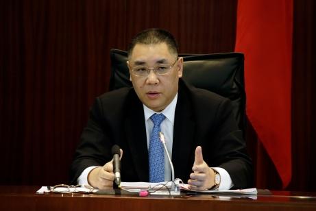 行政長官崔世安列席立法會全體會議,就政府施政及社會問題回應議員提問