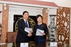 陳海帆司長與越南公安部法務局局長就加強移交逃犯和移交被判刑人領域的合作簽署了會談紀要。