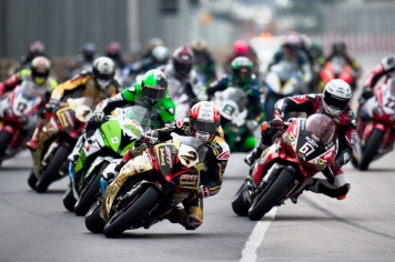 November 16-20, 2016: Macau Grand Prix. 2 Michael RUTTER, Bathams/SMT Racing leads the start of the 50th Macau Motorcycle Grand Prix