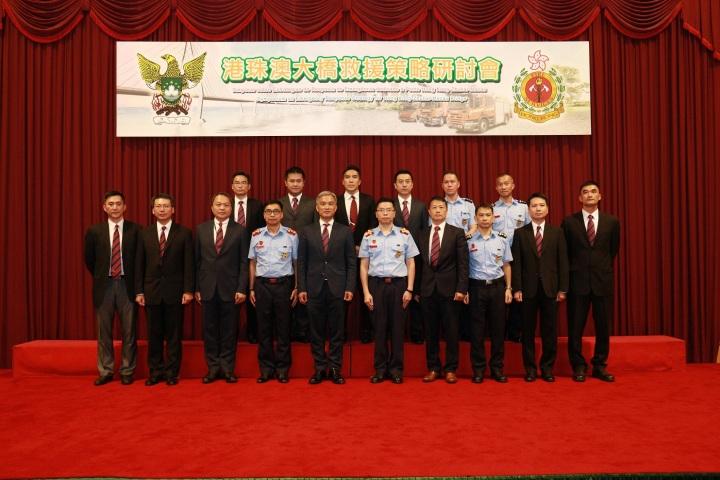 消防局局長 梁毓森(前排左6 )與出席主禮嘉賓大合照