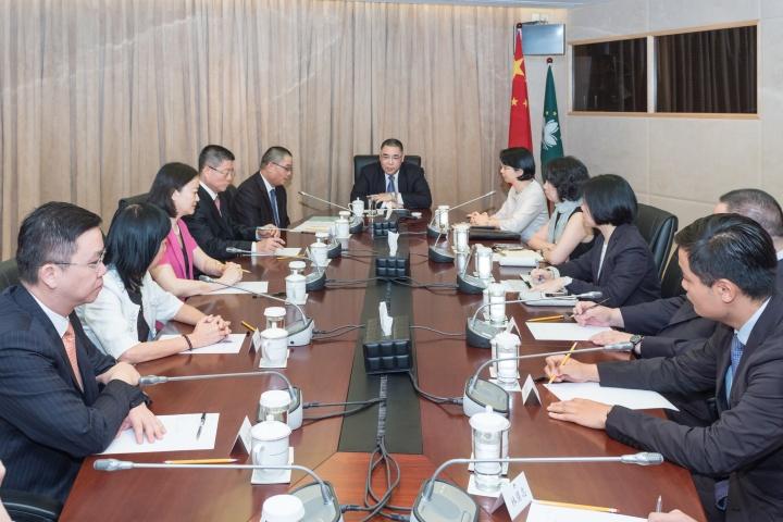 行政長官崔世安與歷史文化工作委員會舉行會議