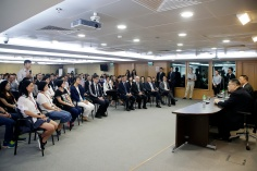 行政長官崔世安與經濟財政範疇部門座談,感謝他們在風災援助工作上的貢獻2