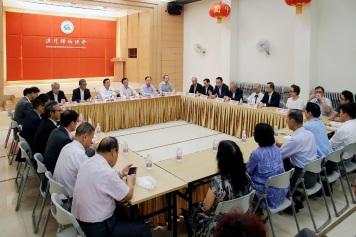 譚俊榮與澳門歸僑總會代表的意見