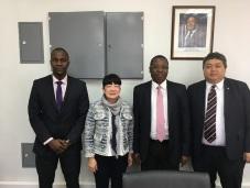 貿促局執行委員劉關華與莫桑比克投資和出口促進局局長Lourenço Sambo(右二)合照