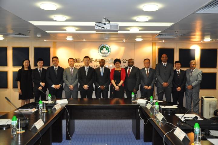 個資辦、貿促局及佛得角資料保護國家委員會代表合照