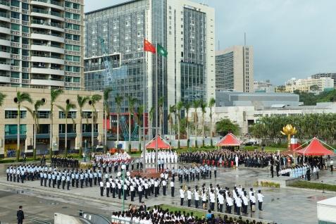 國慶日升旗儀式早上在金蓮花廣場舉行