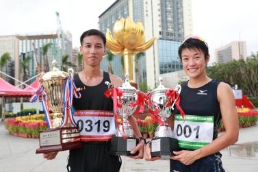 圖5 邱鈞源與許朗衛冕男、女子組冠軍。