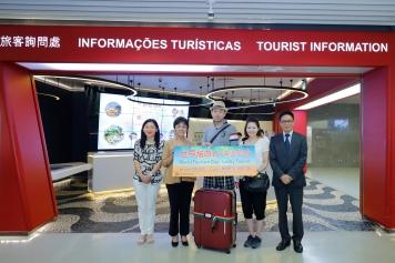 旅遊局領導迎接幸運旅客