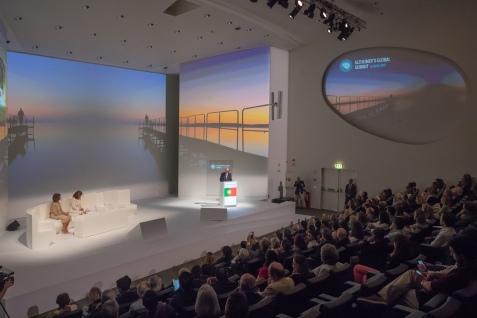 """葡萄牙總統馬塞洛•雷貝洛•德索薩與西班牙索菲亞王后主持在里斯本舉行的 """"阿爾茨海默症(失智症)研究及護理""""全球高峰論壇開幕式"""