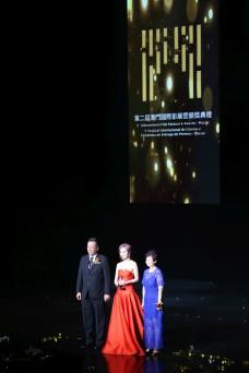 多位明星及影展大使獲頒發紀念品