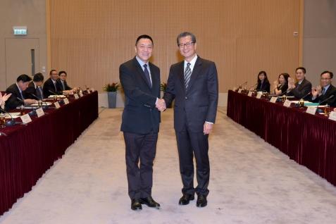 第十次港澳合作高層會議在香港政府總部舉行,經濟財政司司長梁維特和香港特區政府財政司司長陳茂波共同主持會議。