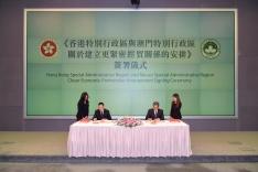 第十次港澳合作高層會議舉行前,經濟財政司司長梁維特和香港特區政府財政司司長陳茂波代表雙方簽署《香港特別行政區與澳門特別行政區