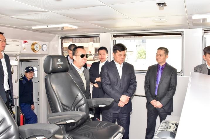 與會者參觀澳門海關船隊及出海考察海域及陸上邊界