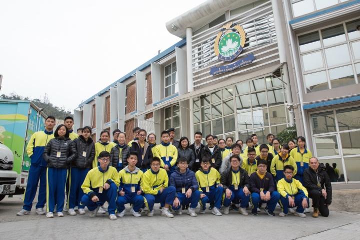 菜農子弟學校共34名高中學生到訪路環監獄認識獄警工作