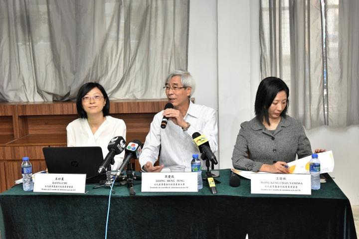 行政委員會主席梁慶庭、委員朱妙麗、王勁秋公佈2017年度資助情況