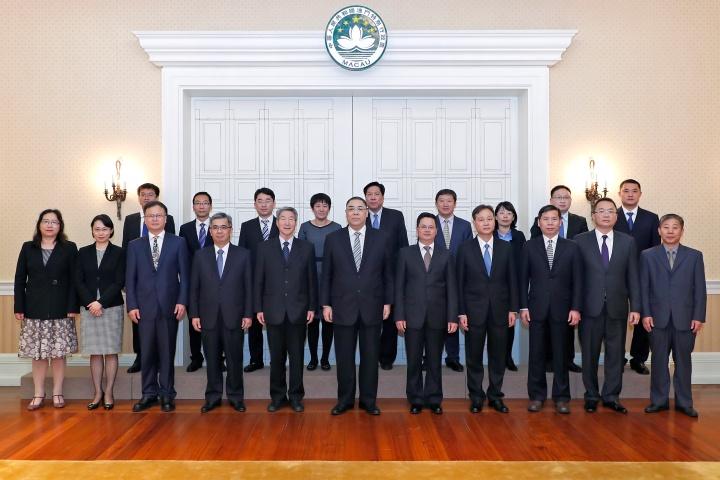 行政長官崔世安與國家減災委員會專家團隊一行合影