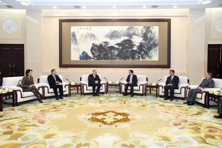 行政長官崔世安與廣東省省委書記李希在廣州出席粵澳高層會晤
