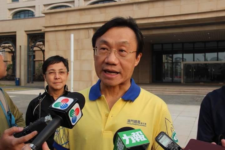 譚俊榮接受記者採訪