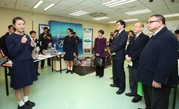 主禮嘉賓參觀教學展覽區及教學互動區2