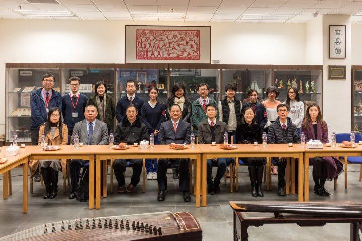 歷史文化工作委員會成員與培正中學副校長及師生合影