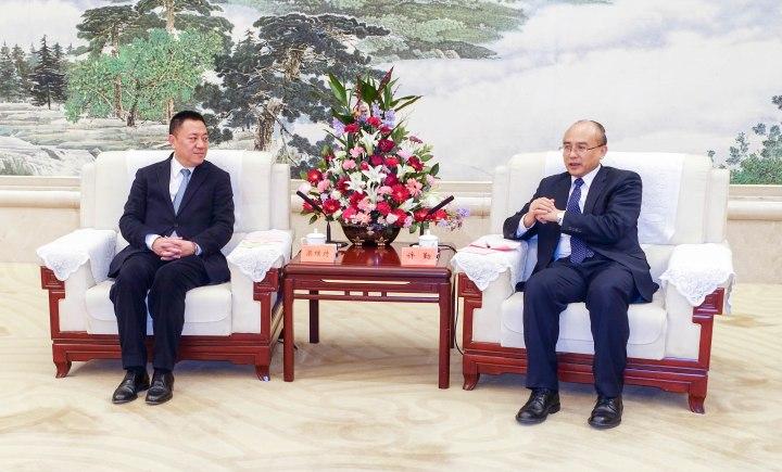 河北省長許勤昨(8日)和經濟財政司司長梁維特在河北親切會晤