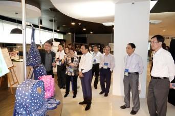 譚俊榮參觀新加坡工藝教育局卓越設計中心