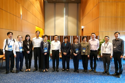 譚俊榮及教青局官員、中聯辦教育青年部部長徐婷(左五)等與新加坡教育部官員交流後合影