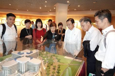 譚俊榮及衛生團隊考察新加坡竹腳婦幼醫院