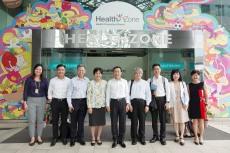譚俊榮及衛生局團隊與新加坡衛生部健康推廣司官員合影