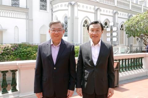 譚俊榮司長與新加坡衛生部部長顏金勇在新加坡會晤合影