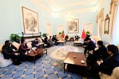 交流團拜訪中國駐葡萄牙大使蔡潤並聽取大使的介紹