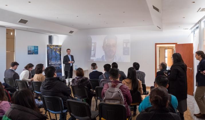 團員聽取Fábrica de Startups的代表分享經驗並互相交流