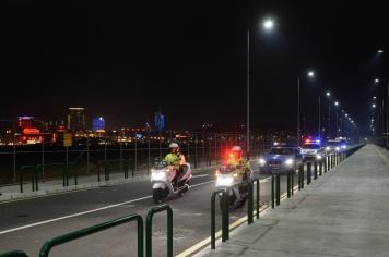踏入3月15日,澳門特別行政區依法對港珠澳大橋澳門口岸管理區實施管轄,執法部門人員隨即進駐,履行職責,負起口岸管理區的邊防及治安