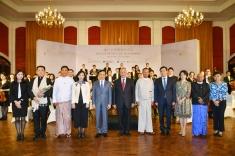 代表團一行於緬甸仰光觀賞澳門樂團的演奏會,並與樂團成員合照。
