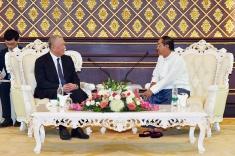 全國政協副主席、前行政長官何厚鏵與緬甸副總統吳敏瑞禮節性會面。