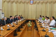 全國政協副主席、前行政長官何厚鏵與緬甸商務部部長丹敏會面。