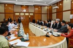 全國政協副主席、前行政長官何厚鏵與緬甸計劃和財政部副部長吳色昂會面。