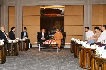 全國政協副主席、前行政長官何厚鏵與緬甸飯店與旅遊部部長吳翁貌會面。