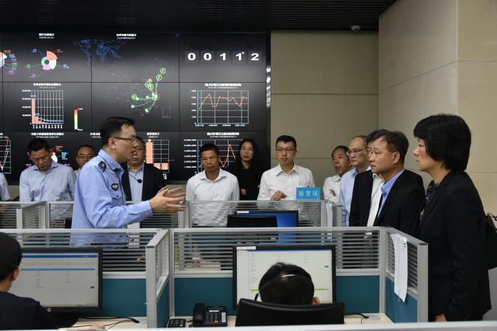 參觀了上海市公安局轄下的警務單位和執法場所