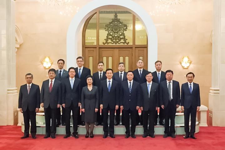國務院副總理韓正與澳門特別行政區政府主要官員和檢察長合影