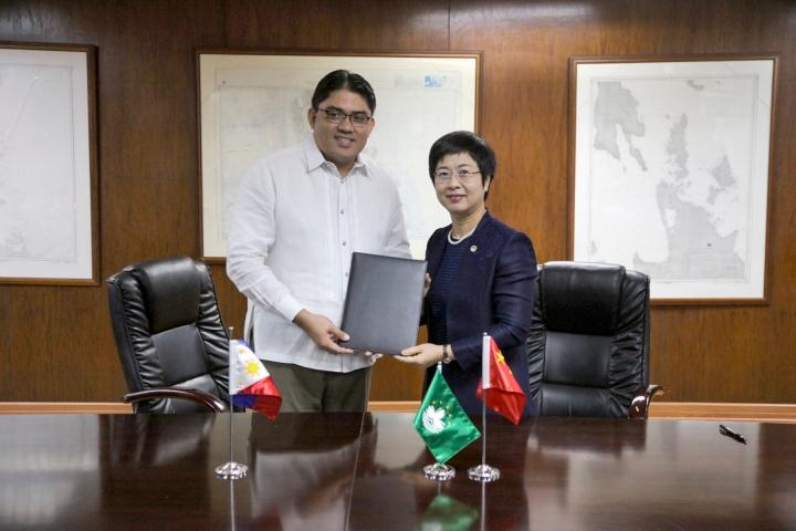 會議後陳海帆司長與菲律賓司法部代表簽署了會談紀要