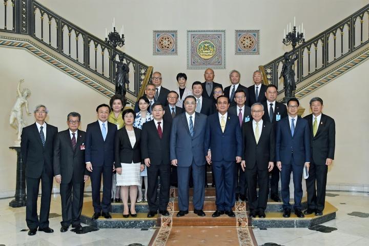 行政長官崔世安、泰國總理巴育(Prayuth Chan-ocha)、特區政府代表團成員及泰國官員合影。