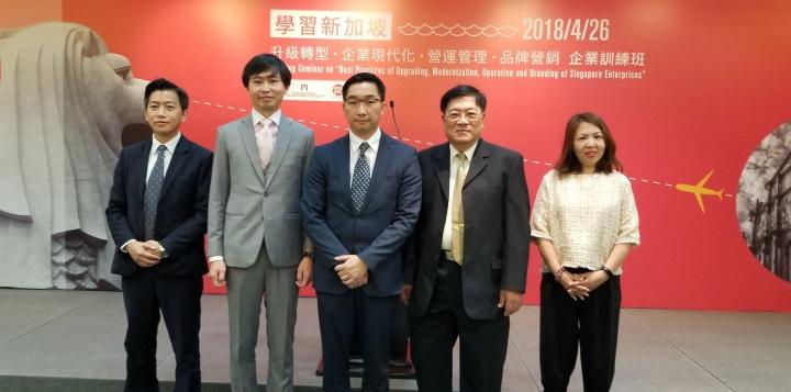 貿促局執行委員黃偉倫與主講嘉賓合照