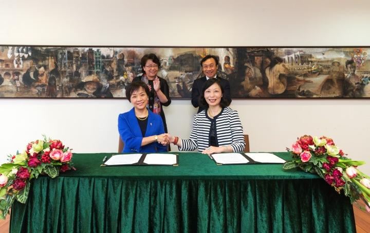 澳門特別行政區政府文化局舉辦2018年慶祝國慶文藝晚會活動合作備忘錄簽署儀式