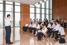 在廣州訪問的行政長官崔世安考察東塔,廣州市市委書記任學鋒介紹該市的經濟和產業發展。2