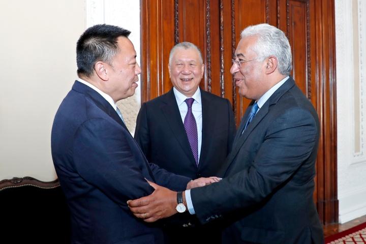 梁維特與葡萄牙總理安東尼奥‧科斯塔(António Costa)親切握手