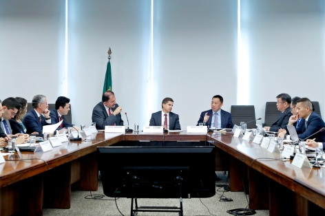 正在巴西訪問的經濟財政司司長梁維特與巴西計劃發展及管理部常務副部長Gleisson Rubin、副部長Jorge Arbache、工貿服務部副部長Douglas Finardi Ferre